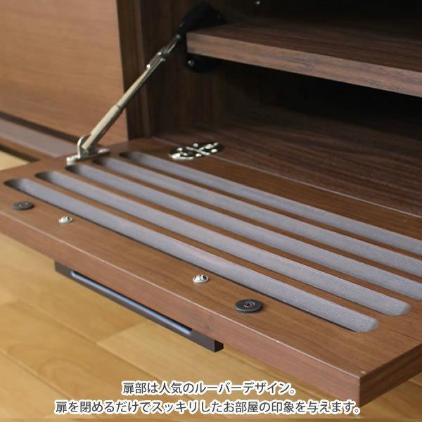 扉部は人気のルーバーデザイン。中が見えにくいので、扉を閉めるだけでスッキリしたお部屋の印象を与えます。