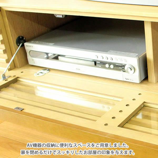 AV機器の収納に便利なスペースをご用意しました。 中が見えにくいので、扉を閉めるだけでスッキリしたお部屋の印象を与えます。