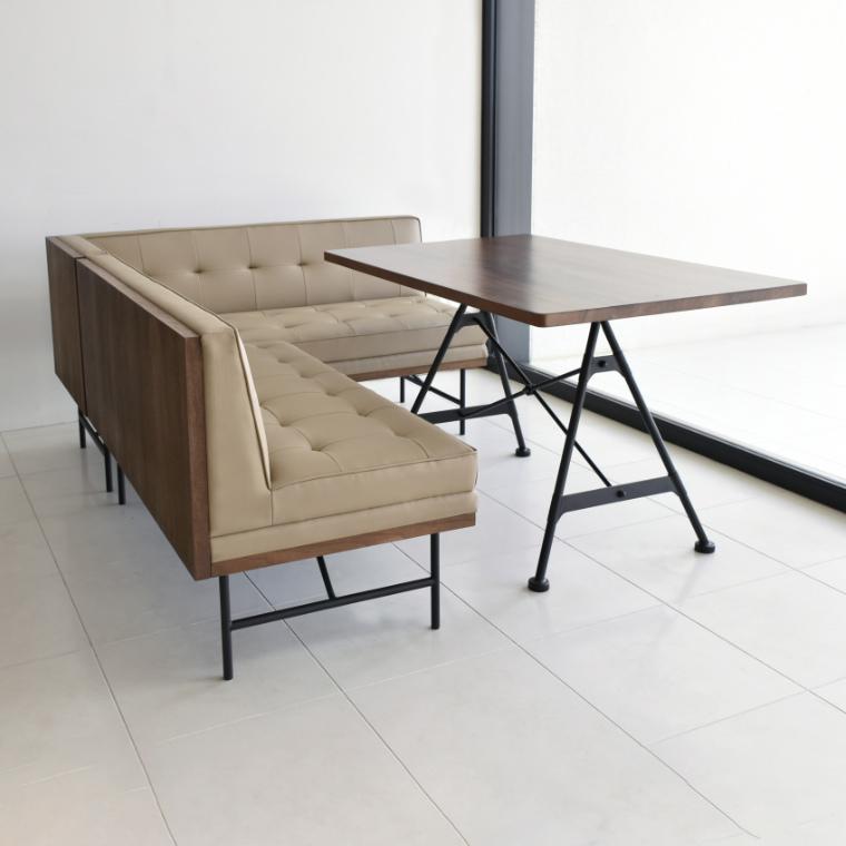 木のぬくもりを感じる天板と無機質なスチール脚のバランスがオシャレ! ユング LDテーブル ガルト